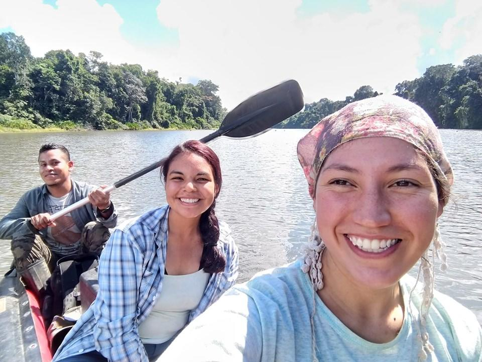 Peruvian field assistants on the giant otter project during a typical lake session. Credit: Romina Najarro